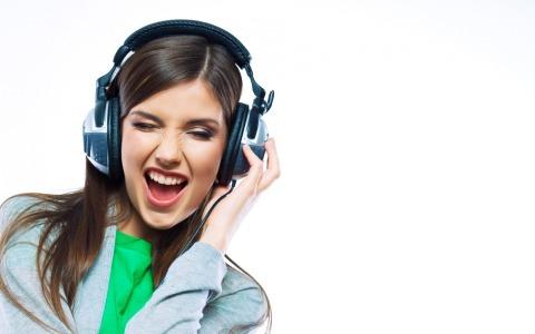 girl-headphones-music-emotions-black-and-white-delight